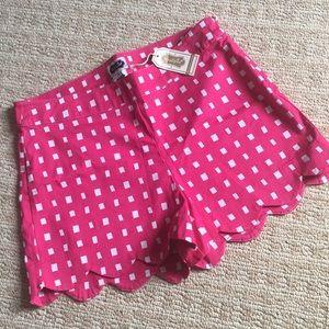 NWT Mud Pie scalloped pink / white shorts sz M